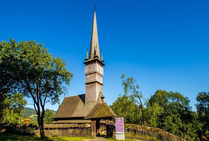 biserica-lemn-surdesti